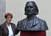 Hungary presents statue of Franz Liszt to CSM